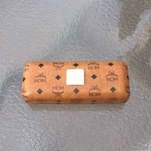 MCM eyeglass case hard shell cognac w/ cloth